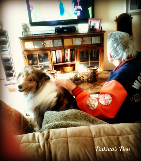 dakota and lenny watching TV April 2012